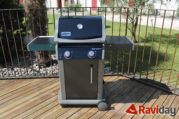 Photo d'un barbecue gaz Weber Spirit E210 monté par Raviday
